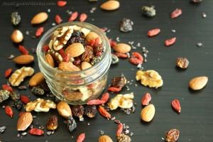 Superfood-Trail-Mix-by-@jesselwellness-glutenfree-vegan-1024x683